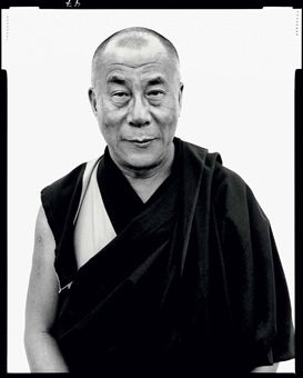 richard_avedon_his_holiness_the_dalai_lama_kamataka_india_january_1998_d5379352h